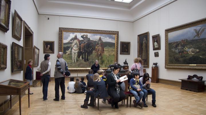 Третьяковская галерея решила оформить отношения с постоянными гостями