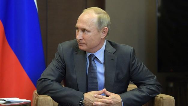 Глава Туркмении преподнес Путину на юбилей щенка алабая по кличке Верный: Видео