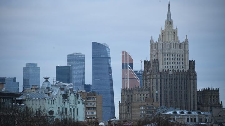 В Москва-сити мужчину взяли в заложники - источник