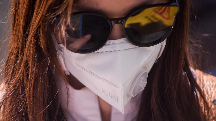 Не трите глаза: В Китае рассказали о новых способах передачи коронавируса