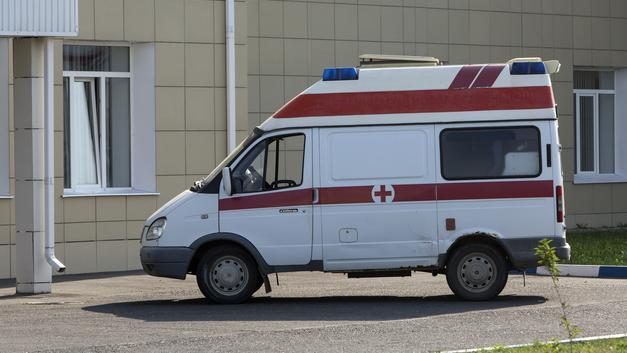 Пьяные подростки избивали врача в больнице, который спасал их друга