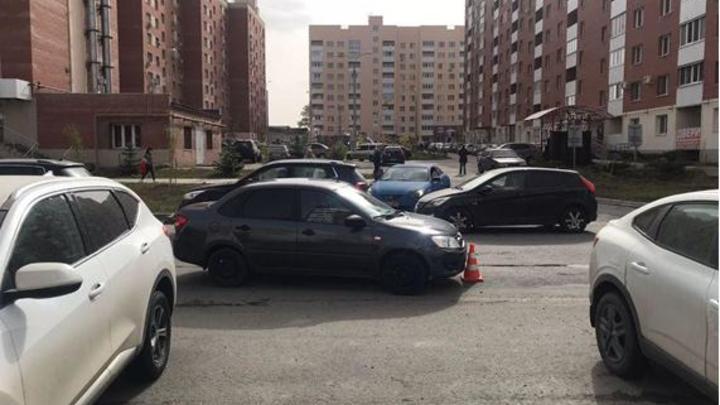 В Самаре водитель Lada Granta сбил двоих 9-летних девочек