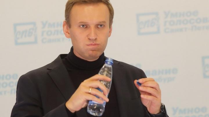 В бараке заражённых - Певчих и 20 человек охраны: Сосновский шутливо перечислил свиту Навального