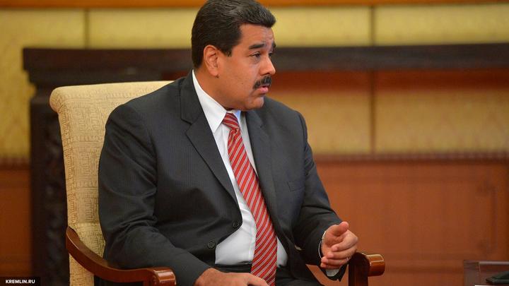 Путин пожелал Мадуро нормализовать кризисную ситуацию в Венесуэле