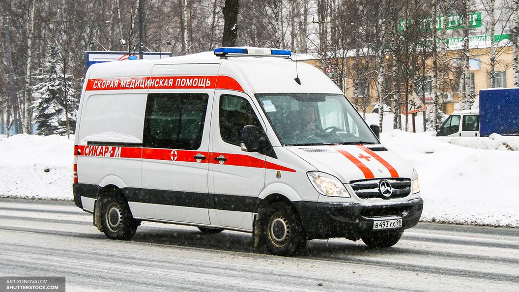 Иномарка вылетела с моста в Челябинске, пострадала беременная женщина