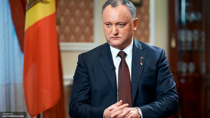 Додон заявил о необходимости открыть в Петербурге консульство Молдавии