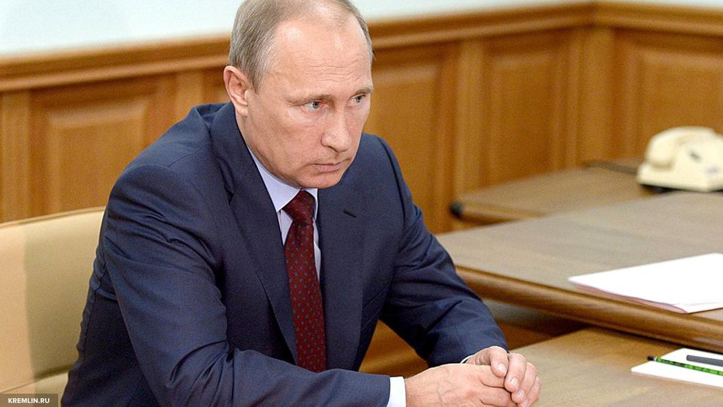 Путин пообещал полную загрузку Балтийскому судостроительному заводу