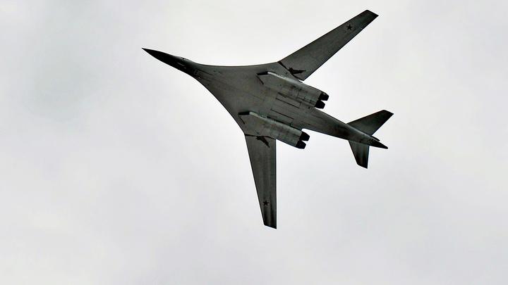 Двойка русских Ту-160 подошла к границам НАТО. Их прикрывали белорусские истребители