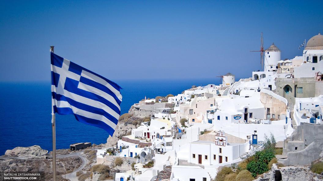 В момент пожара на затонувшем в Греции судне находились 10 человек