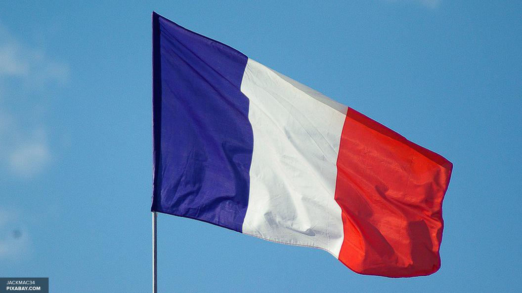 СМИ: В центре Парижа проводится спецоперация из-за убийства полицейского