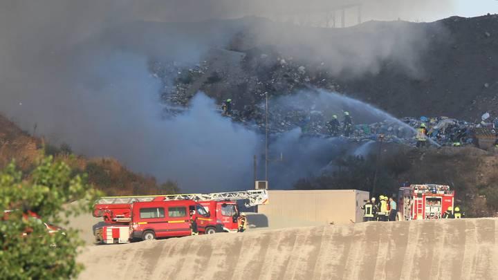 Жители Смоленской области задыхаются от начавшего гореть открытым пламенем мусорного полигона