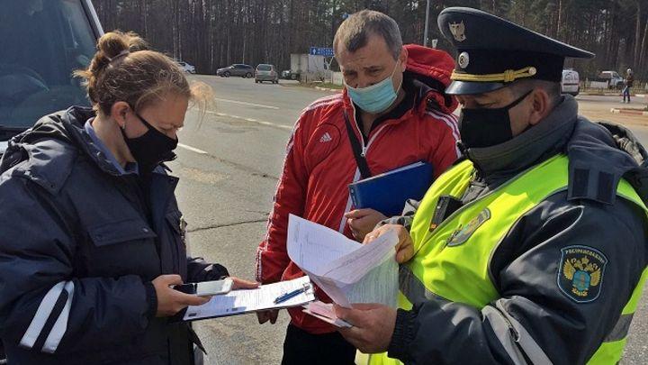 Во Владимирской области оштрафовали 35 водителей такси и автобусов на нарушение антиковидных мер