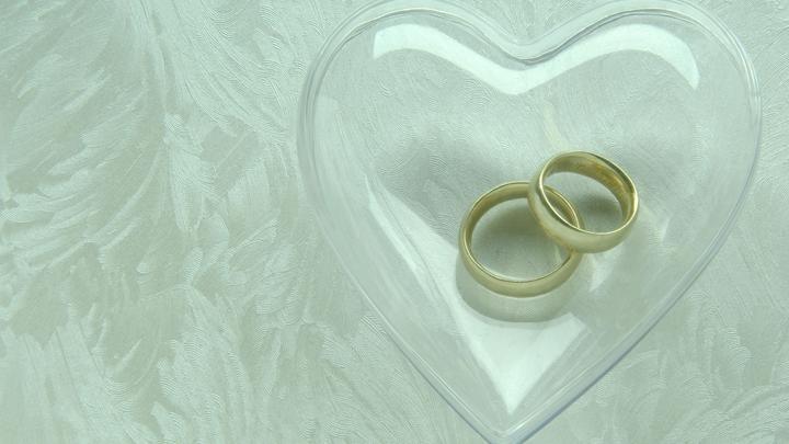 С Олимпиады - на свадьбу: Двум лыжницам по прилету в Москву сделали предложение руки и сердца
