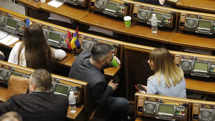 Украинский медиаэксперт Шарий одним словом припечатал поедавшего козявки депутата