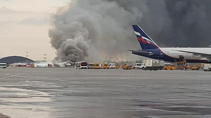 Самолёт горит в молнии: Опубликованы переговоры диспетчеров и пилотов SSJ-100