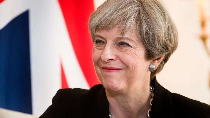Мэй льстит британской армии на фоне слухов о планах главы минобороны её сместить