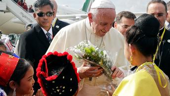 Папа Римский приехал спасать мусульман от буддистов