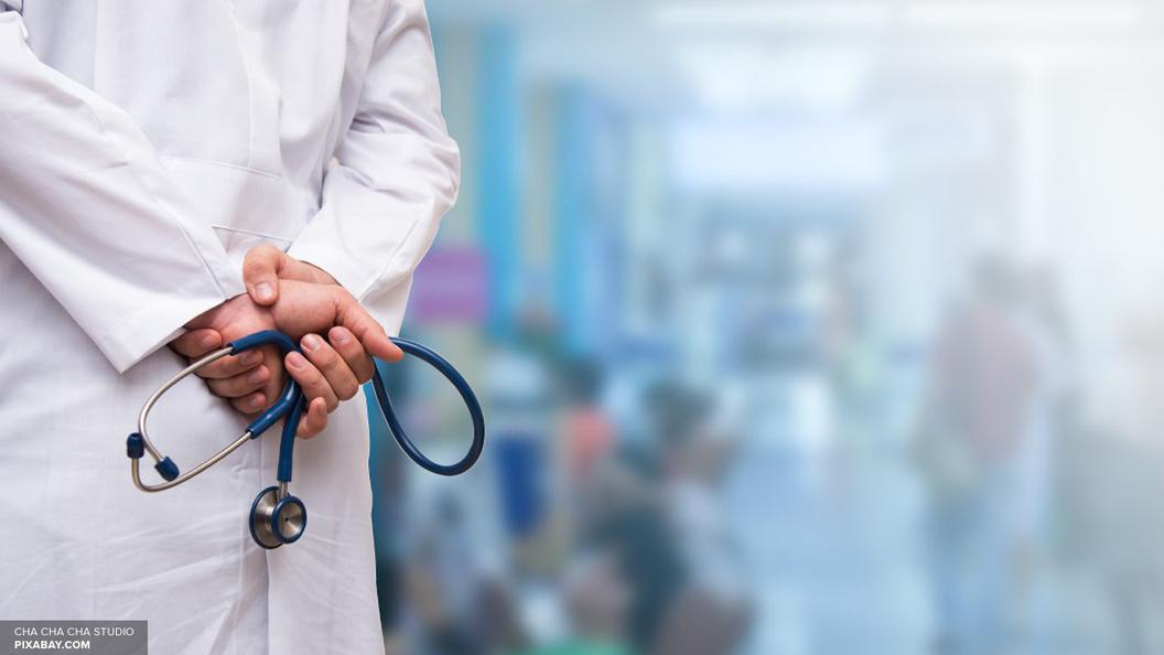 Петербургские врачи борются за жизнь 9-месячной девочки, упавшей в бассейн