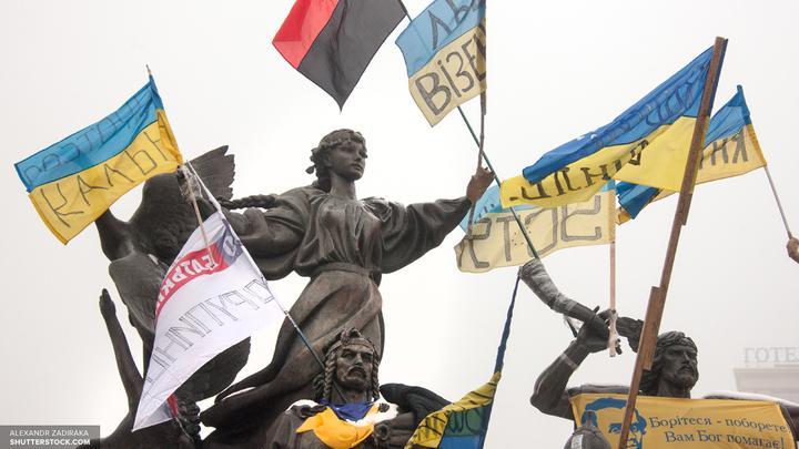 В Харькове радикалы замуровали вход в здание дочки Сбербанка