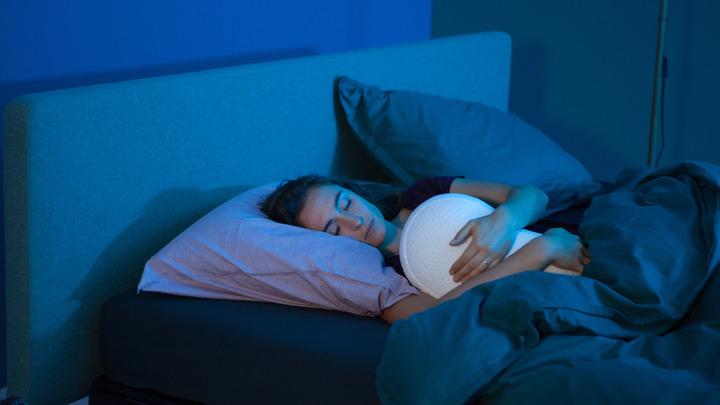 Вы рискуете здоровьем, когда спите так: Врач перечислил самые опасные позы