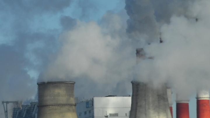 Блогер высмеял власти Красноярска, обвиняющие в плохой экологии частный сектор, а не заводы - видео