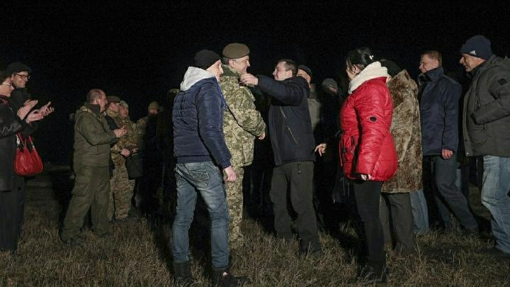С такими вояками ВСУ надеются победить Донбасс? Ряды украинского нацбатальона пополнил 77-летний дед