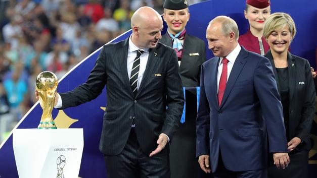 Россия выше этого: Путин не стал унижать хорватского футболиста на награждении ЧМ-2018