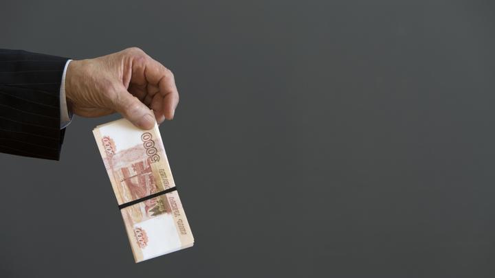 Больше 130 тысяч в месяц: Названы регионы с самыми богатыми чиновниками