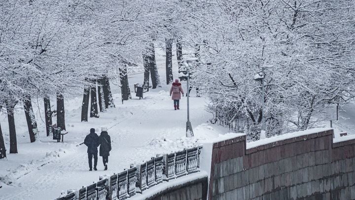 Зарядят хорошие снегопады: На Москву несётся зима с морозами и метелями