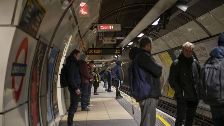 Как селёдки в бочке: Лондонцы наплевали на призывы властей по поводу метро