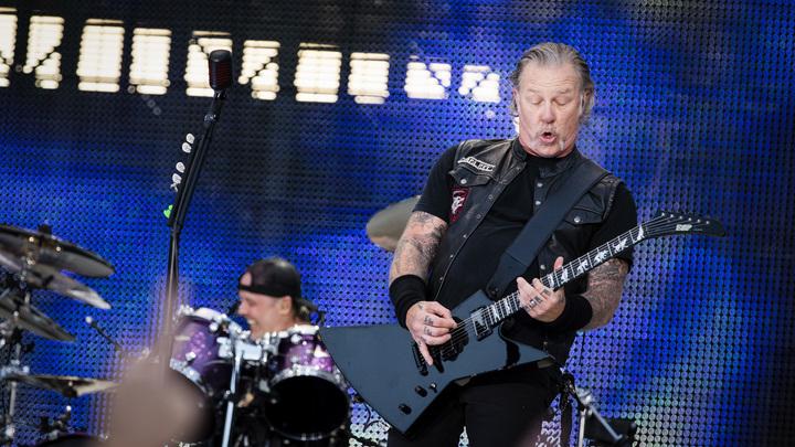 За Цоя спел Трухильо: В Лужниках легендарная Metallica исполнила Группу крови - видео