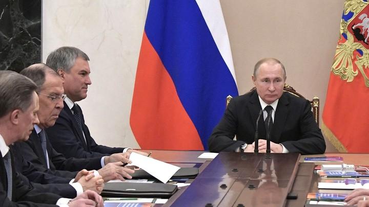 Каракас разберется с кризисом без иностранного вмешательства: Путин и члены Совбеза России обсудили ситуацию в Венесуэле