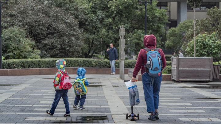 Госдума продлила автоматические детские выплаты до весны. Но есть одно условие