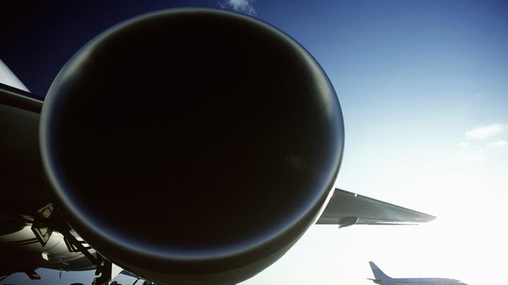 Самолет следовавший в Таиланд совершил экстренную посадку в Китае. Пассажиров не выпускают