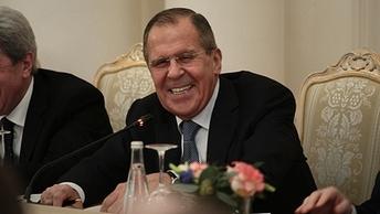 Многорукий Лавров: Ко дню рождения российского министра соцсети раскрыли его главный секрет