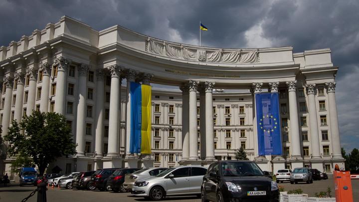 Это же не Крым: Киев заявил о признании паспортов Косово