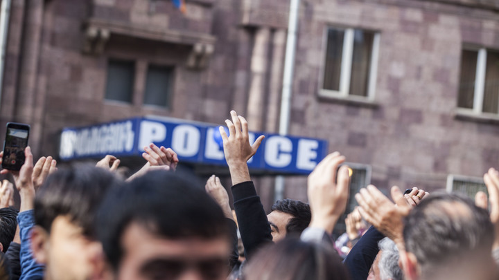 В Армении неизвестные расстреляли полицейских