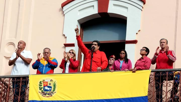 Президент Венесуэлы Мадуро в единственном твите вознес молитву Деве Марии, оппозиция ответила пропагандой