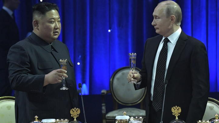 #Кимнаш: Главу КНДР впечатлила музыка русского военного ансамбля - фото