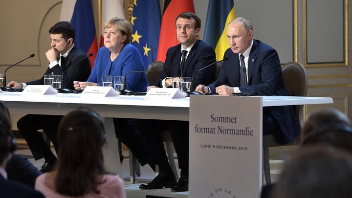 Мерзко смотреть: Зеленский гримасничал на неудобных словах Путина в Париже. В России даже посочувствовали украинцам