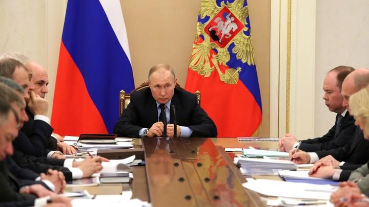 Не скрывают и не будут скрывать: Путин призвал не реагировать на фейки и вбросы про коронавирус в России
