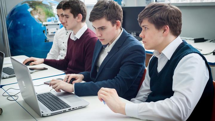 «Шедевральные» сочинения выпускников школ вызвали подозрения Рособрнадзора