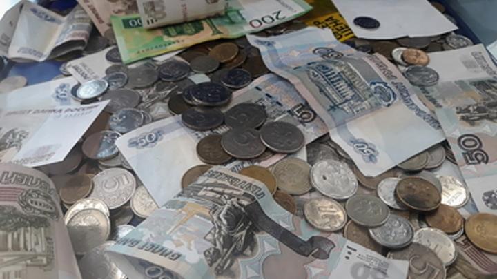 Не до трусов: Должникам при взыскании оставят денег. Не ниже минимума — источник