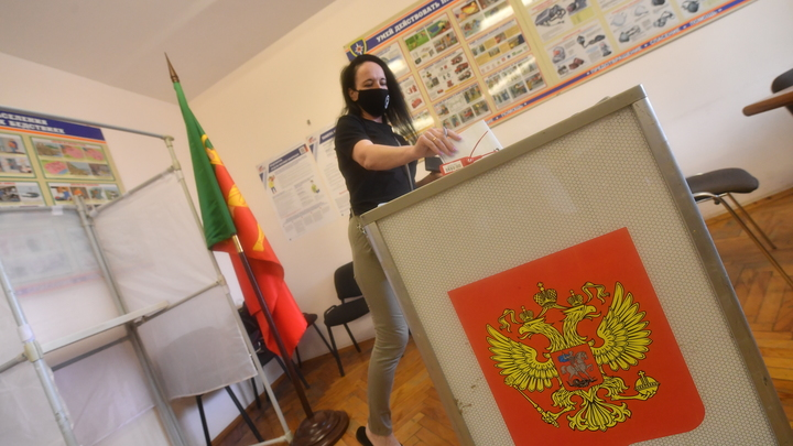 Подвоз избирателей на участок зафиксировали в Бердске