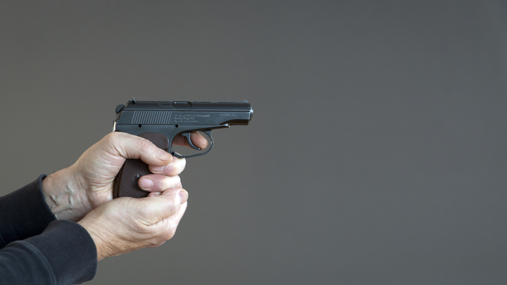В Петербурге украинец угрожал подростку пистолетом