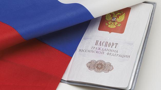 Каждому русскому – паспорт России. Кто против?