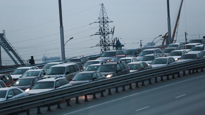 Новосибирцы встали в 6-километровую пробку на Бердском шоссе