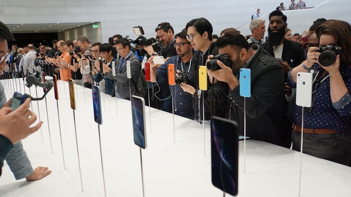 Экономия вместо экологии: Журналисты вскрыли лицемерие Apple в истории с зарядками и наушниками