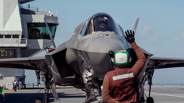 Два F-16 ВВС Нидерландов сопроводили самолет с буйным американцем