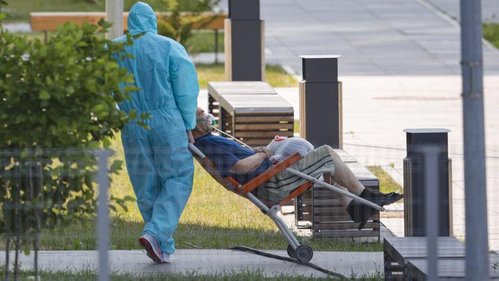 Рисковали жизнью, спасая больных: Заражённых ковидом петербургских врачей оставили без денег